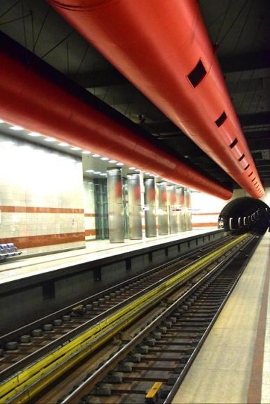 "The red tunnel by Olga Bo - Έκθεση φωτογραφίας ""Μέσα"" (ΟΑΣΑ)"